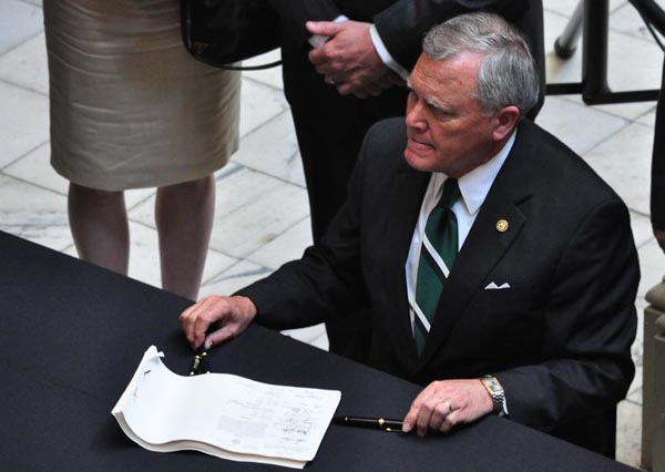 Republican Georgia Governor Deal signs House Bill 1176, criminal justice reform